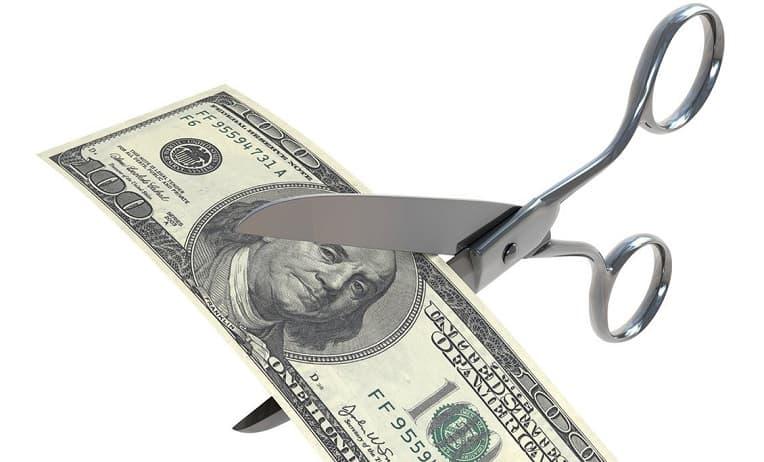 عقوبة تخفيض الرواتب في الكويت وكيفية تقديم شكوى