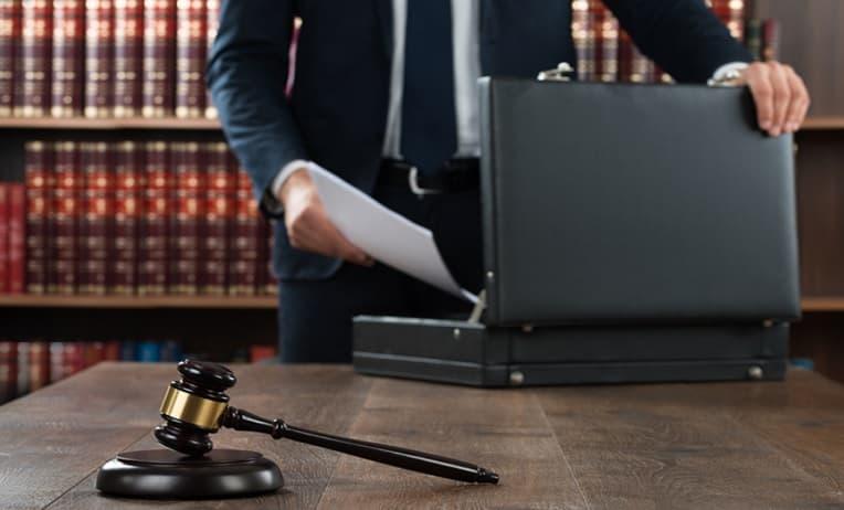 محامي تجاري في الكويت